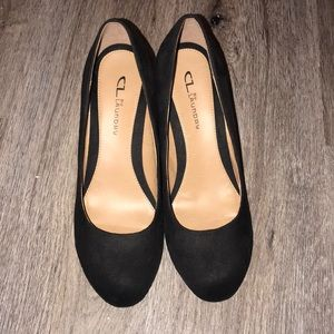 Women's close toe suede wedges